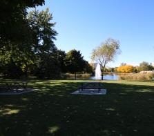 Parc Ahuntsic vu sur petit lac et fontaine