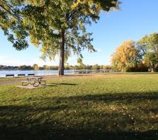 Parc Beauséjour à l\'ouest du Centre Albert-Prévost UdM, sur Gouin O