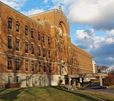 L\'Hôpital Notre-Dame-de-la-Merci sur le boulevard Gouin face à la prison de Bordeaux