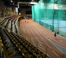 Complexe sportif Claude-Robillard, piste ovale & terrain de tennis. Nous pouvons parfois y croiser Alain Gravel & Georges St-Pierre sur la piste. Janvier 2016
