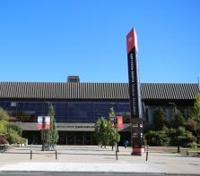 Complexe Sportif Claude-Robillard, entrée principale sur l\'avenue Émile-Journault